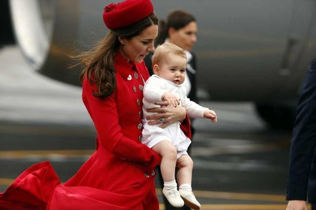 arrivee-kate-george-cambridge-nouvelle-zelande-REUTERS-930620_scalewidth_460