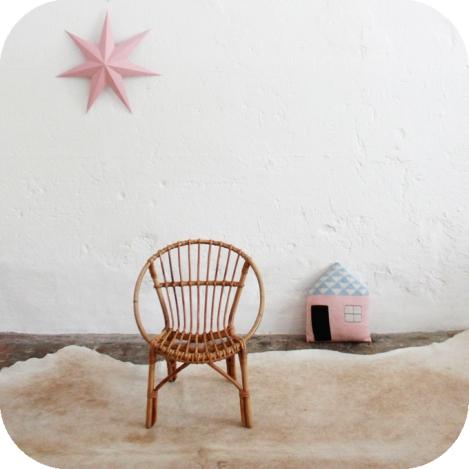 D352_mobilier-vintage-fauteuil-rotin-enfant-vintage-a