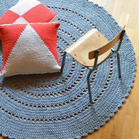 encre-violette-tapis-coussins-tricot-crochet1